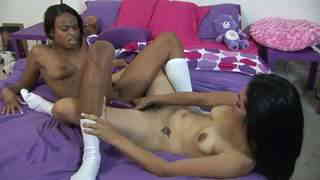 Porn video :   Andrea Kelly Nina Sunshine photo 15