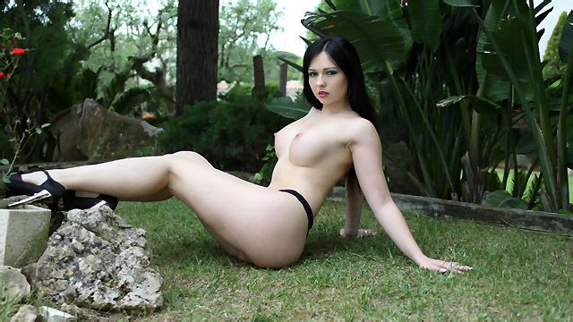 Angell Summers Photo 1