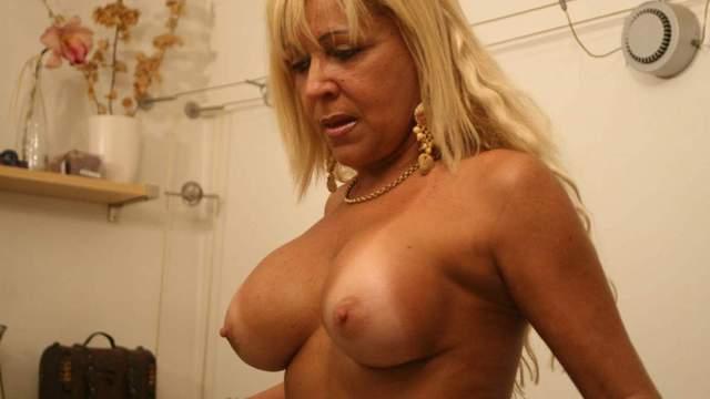 Barbara-Blonde Photo 2