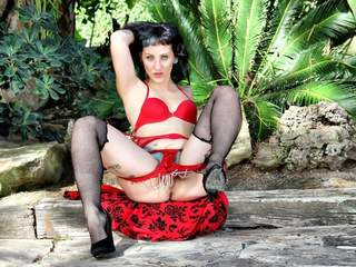 Betty Foxxx : HQ Full Size Photo