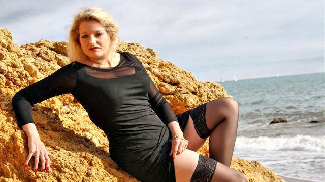 Carola Photo 3