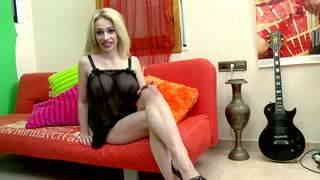 Chessie Kay webcam sofa.photo 1