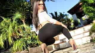 Sexy video :   Claudia Sanchez Strip photo 05