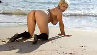 La plump blonde Dulce Canela stripping by the sea   photo 11