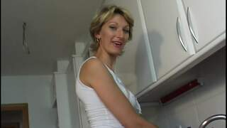 Mature woman blonde playing in the kit...photo 1