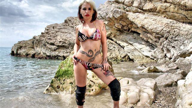 Gina Snake Free Sexy Photo #002