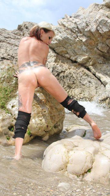 Gina Snake Free Sexy Photo #017