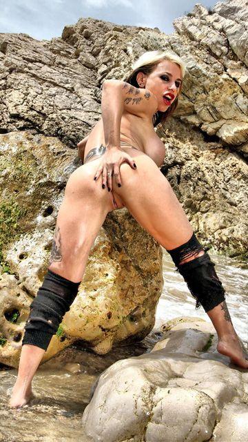 Gina Snake Free Sexy Photo #023