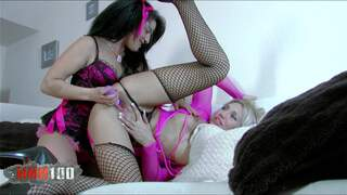 Ginger Hell Yesenia Rock Terry 2 wet pussies or a video game ? Hard choice...
