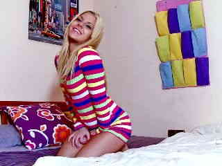 Jakeline Teen Webcam Bed