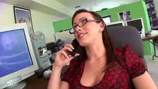 Catched in the act, she must blow the boss  photo 01