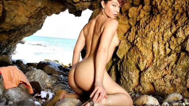 Julia Gomez Photo 2