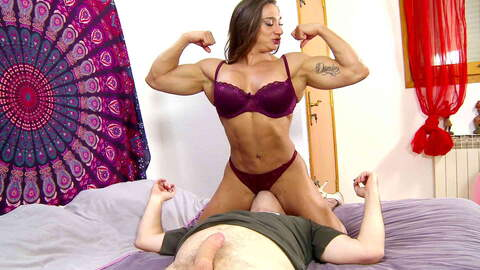 Hot muscle Woman fucking like a crazy ...photo 1