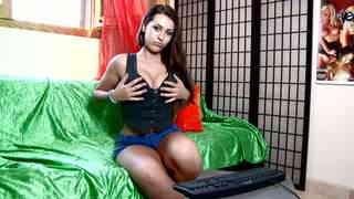 Klara Gold Webcam
