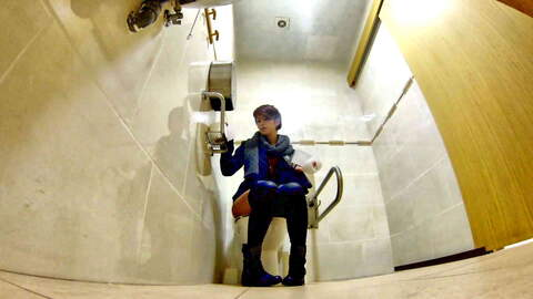 Forgetting go-pro cam in the restroom ...photo 1