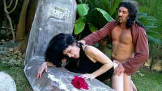 Luzy Miss Bryan Da Ferro Widow in lack of cock