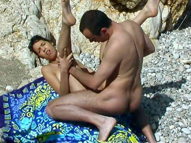Arabian babe fucked at the beach  photo 07