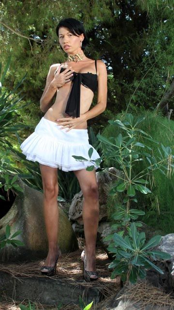 Mademoiselle Justine Free Sexy Photo #001