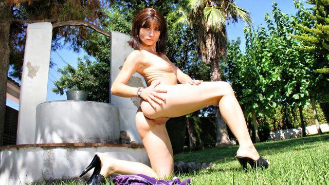 Mandy Layne Photo 1