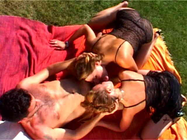 Porn video :   Moana Jody Phil Hollyday photo 02