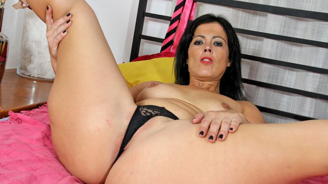 Montse Swinger Photo 1