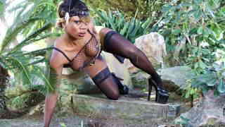 Pretty black Naomi Lionness stripping   photo 11