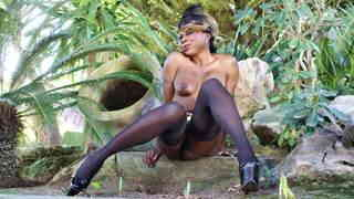 Pretty black Naomi Lionness stripping   photo 16