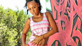 Pornostar young black Noe Milk dancing and st...