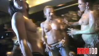 Prova 2008 Gotha Hot girls sucks in public in a disco