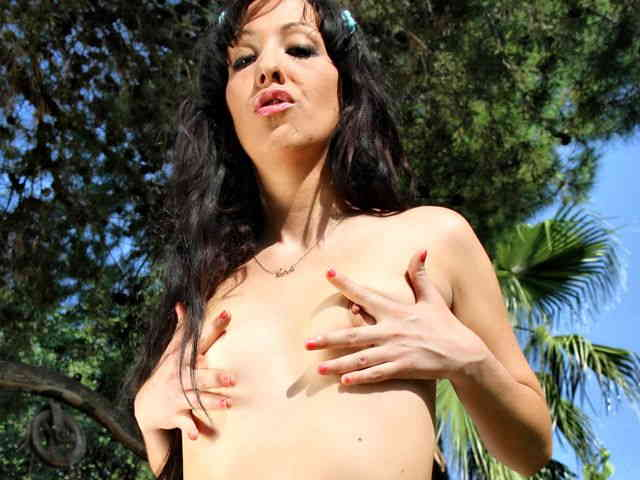 Cougar brune removing her clothes   photo 12