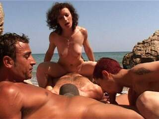 Steffy Katia Jorge Terry She love the group sex in the beach