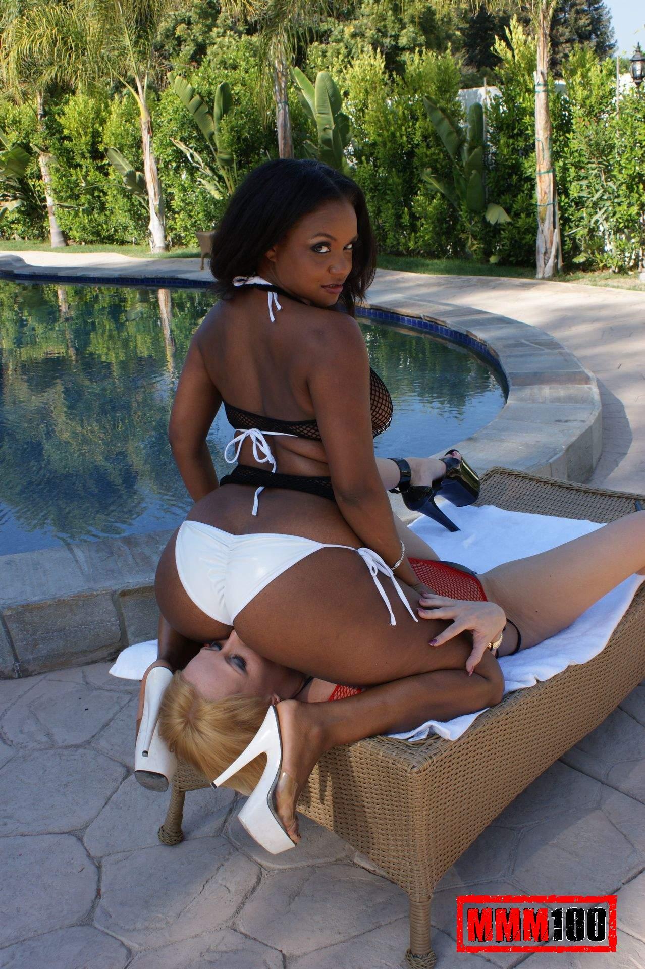 Черная рабыня у белой лесби 5 фотография