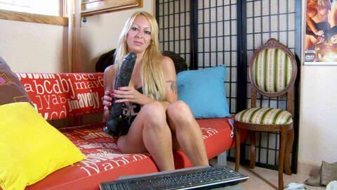 Très excitante femme mûre blonde Tamar...