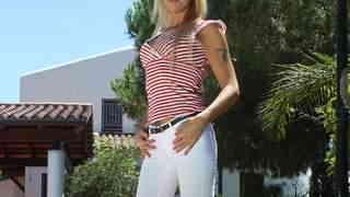 La MILF blonde Tamarah Dix se dévoile ...