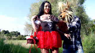 Little red ridding hood gonna loose her chaperon !  photo 02