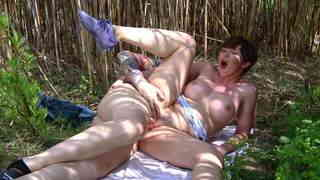 Australian MILF Yasmine Scott tasting spanish juice  photo 11