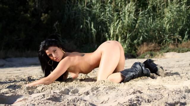 Yesenia Rock Photo 5