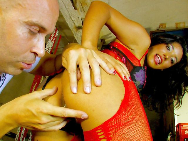 Video : Dolce Elektra Her first time on the cam...